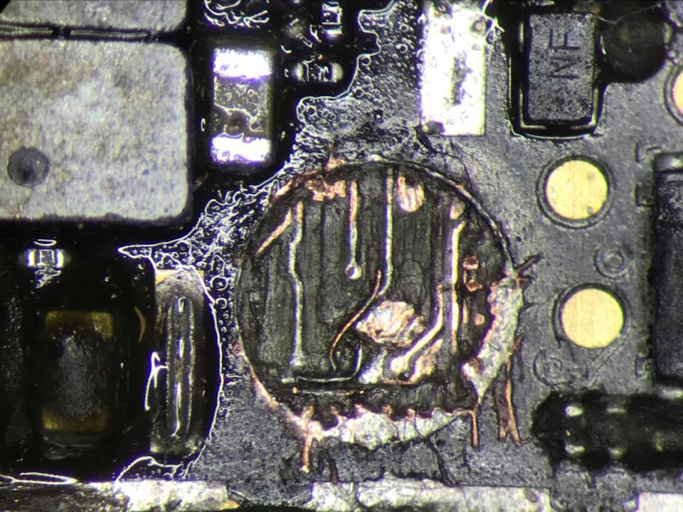 Apple iPhone Long Screw Damage Uszkodzone ścieżki Zła śrubka